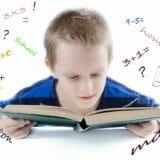 数学を学ぶ子供